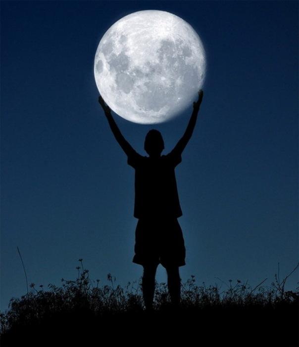 Обнять Луну