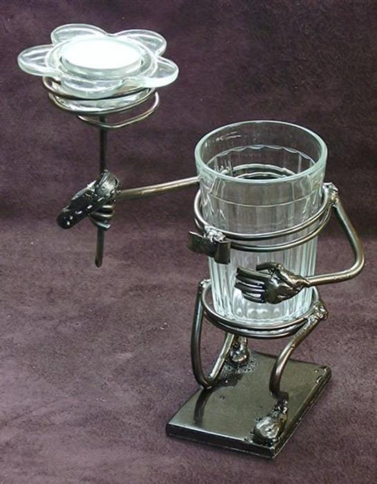 Граненые стаканы, снятые в стиле Стимпанк