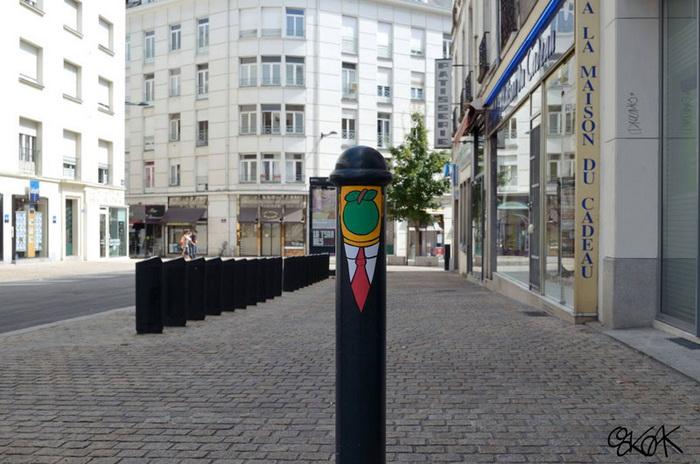 Уличный арт от художника OakOak.