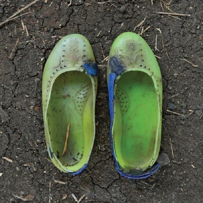 Разношенная обувь беженцев