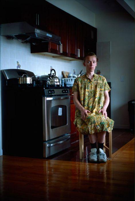 Мужчины в роли домохозяев от Jon Uriarte