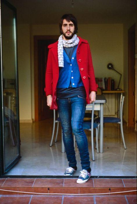 Мужчины, переодетые в одежду своих подруг