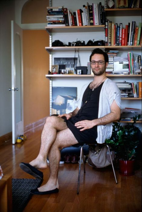 Современные мужчины в женской одежде