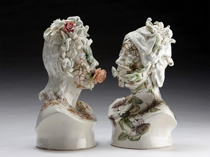 Керамические бюсты, усыпанные цветами, от скульптора Jess Riva Cooper.
