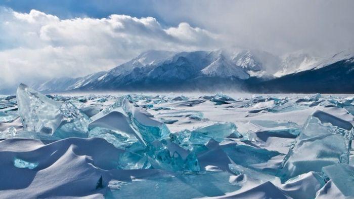 Заледеневший Байкал