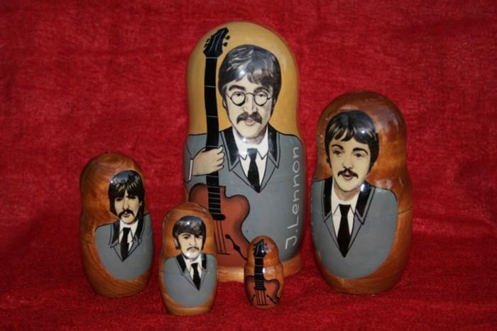 Стилизованные матрёшки The Beatles.