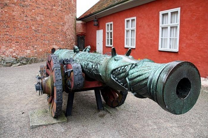 Грипсхольм, пушка времён Ивана Грозного