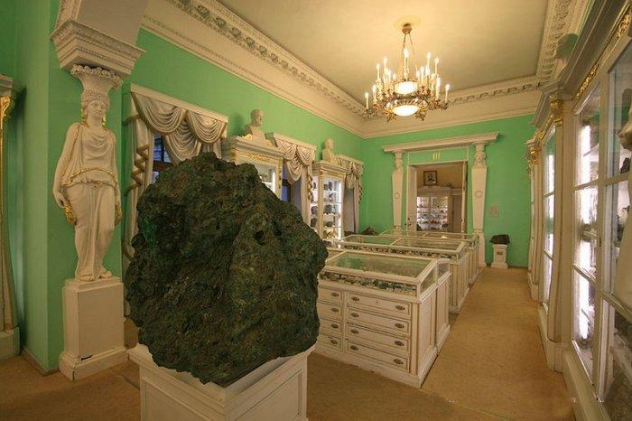 Коллекция метеоритов в Санкт-Петербурге