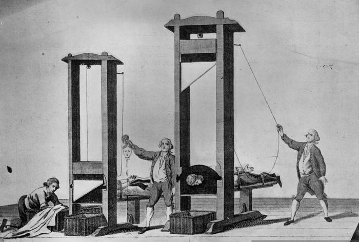 В 1792 году во Франции  для исполнения смертного приговора введена гильотина. Инструмент носит имя изобретателя Джозефа-Игнас Гильотена.