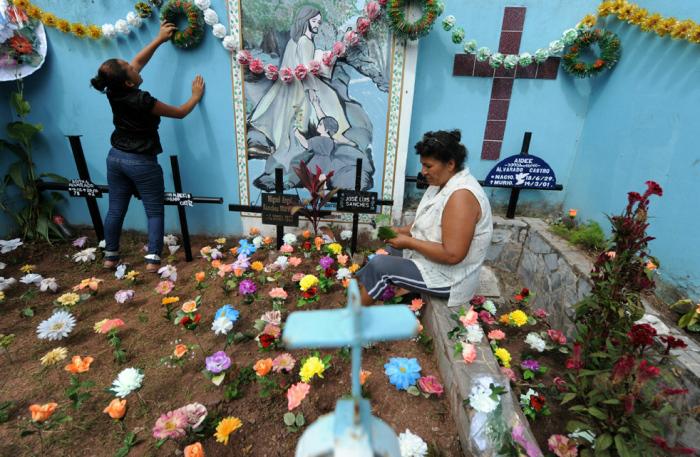 Национальное кладбище в Порт-О-Пренс, Гаити.