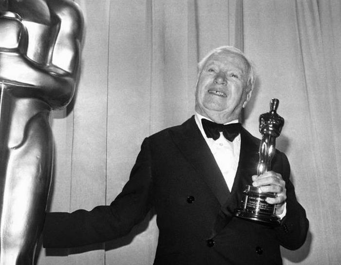 Charlie Chaplin em obter o Oscar em 1972.