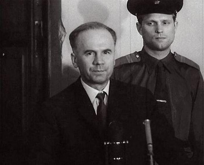 Олег Пеньковский  в зале суда.