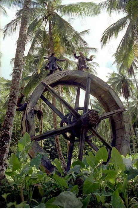 Пираты Карибского моря: Сундук мертвеца. Сцена на колесе.