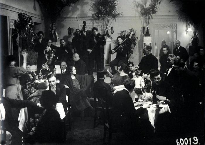 Общий зал ночного ресторана гостиницы Европейская. Санкт-Петебург. 1924 г.