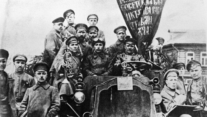 Революционеры. Петербург, октябрь 1917 г.