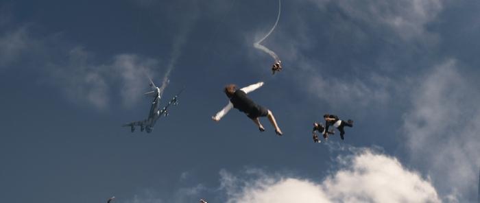 Прыжки скайдайверов на съёмках Железного человека 3.