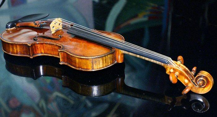 Скрипка КоÑански Антонио Страдивари из коллекции Николая II