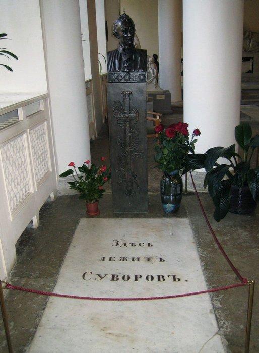 Могила А. Суворова в Александро-Невской лавре.
