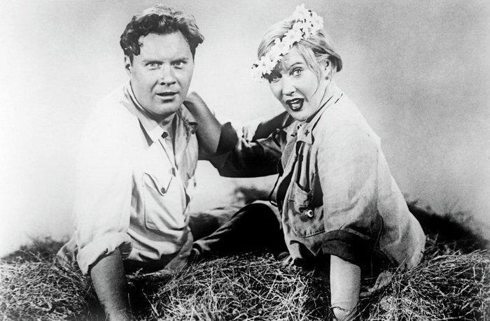 Кадр из фильма «Волга-Волга» с Любовью Орловой в главной роли.