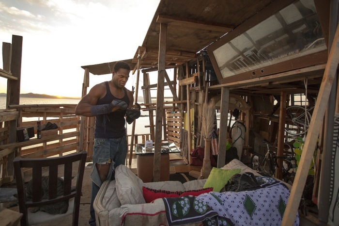Хозяин трёхэтажного «особняка» — бывший боксёр Боб Андерсон