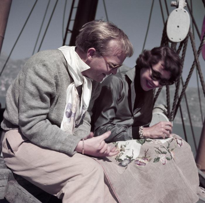Труман Капоте и Дженнифер Джонс на съемках фильма «Обогнать дьявола» («Beat the Devil»), Италия, апрель 1953