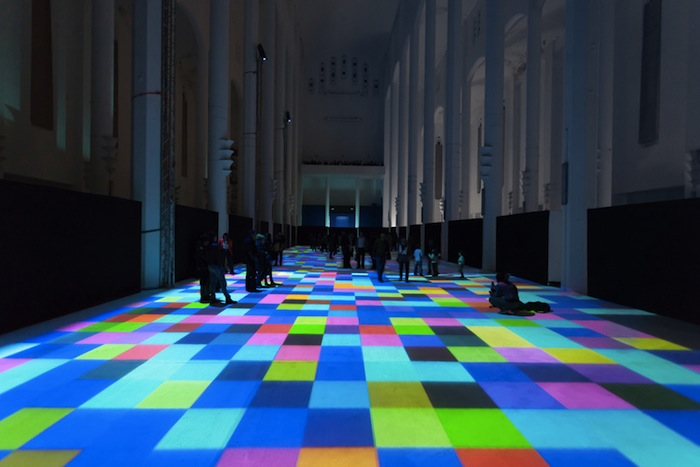 Проект представляет собой интерактивный световой экран, установленный на полу бывшей католической церкви Сакре-Кёр в Касабланке, Марокко.
