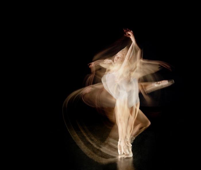 Чапа-Малакара сфокусировался на двух диаметрально противоположных видах танца: балете и брейк-дансе