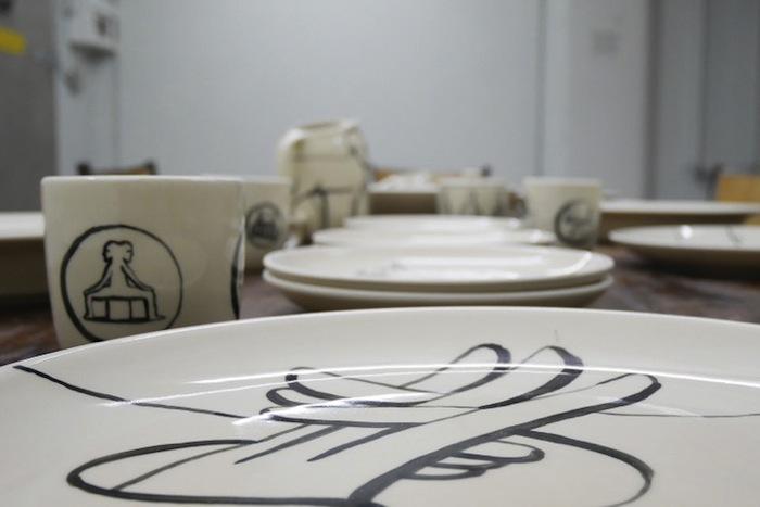 Также в галерее V1 покажут коллекцию керамики с рисунками Макфетриджа
