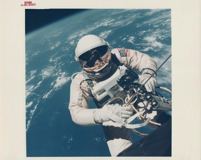 James McDivitt, Эд Уайт в открытом космосе над Гавайями, Gemini 4, июнь 1965