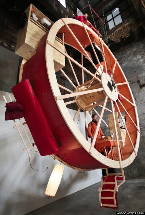 Колесо высотой больше 18-ти метров художники построили своими руками