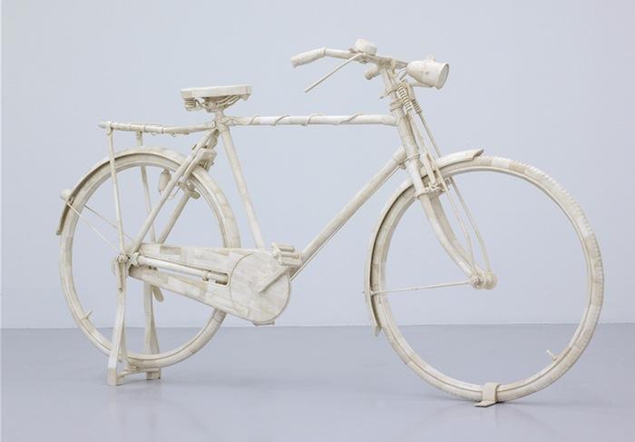 Костяной велосипед «Ля Шин э прош» («La Chine est proche») Адела Абдессмеда (Adel Abdessemed)