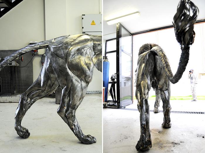 Скульптура выше своего автора и весит четверть тонны