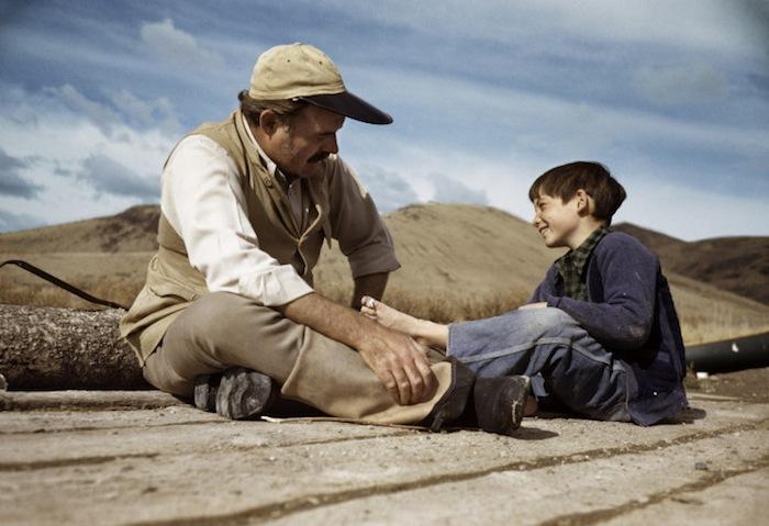 Эрнест Хемингуэй с сыном Грегори, Айдахо, октябрь 1941