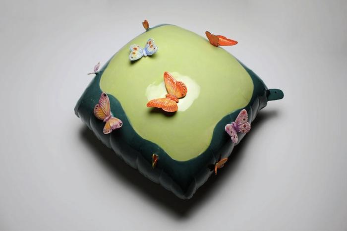 Шарик и бабочки. Все из керамики