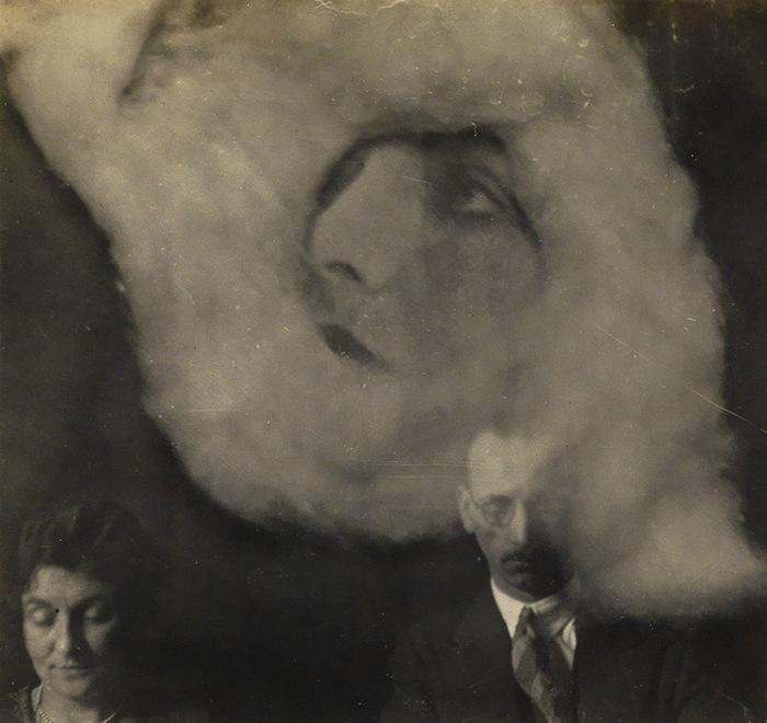 Специалистами по фотографиям эктоплазмы стали братья Фальконеры из Шотландии