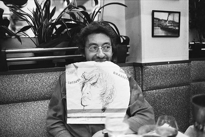 Генсбур с портретом Эндрю Биркина в зубах, 1977
