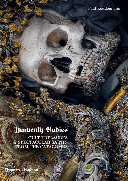 """Обложка книги Кудунариса """"Heavenly Bodies"""" (""""Священные останки"""")."""