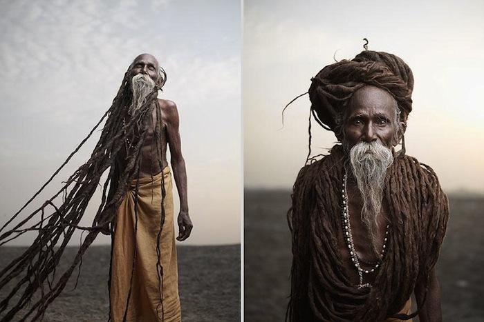 Лал Бабе 85 лет. Около 40-ка лет он отращивал дреды длиной в несколько метров. Для садху дреды — символ отречения и превосходства духа