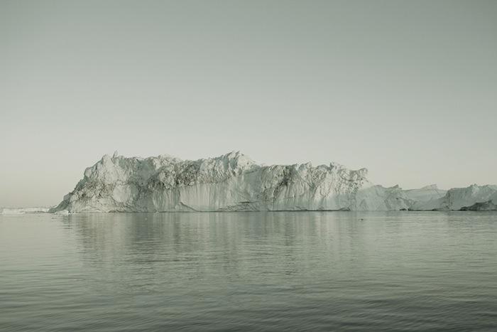 Значительная часть очарования снимков Харсента кроется в высокой степени абстракции