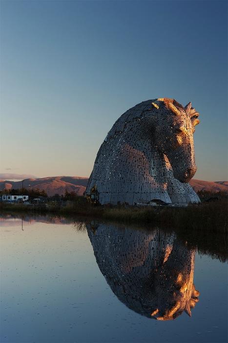 Келпи приветствуют суда на подходе к Шотландии