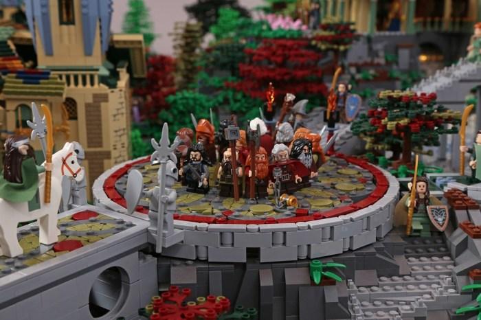 Элис Финч и Дэвид Франко построили детальную модель эльфийского города из культовых книг Р. Р. Толкиена