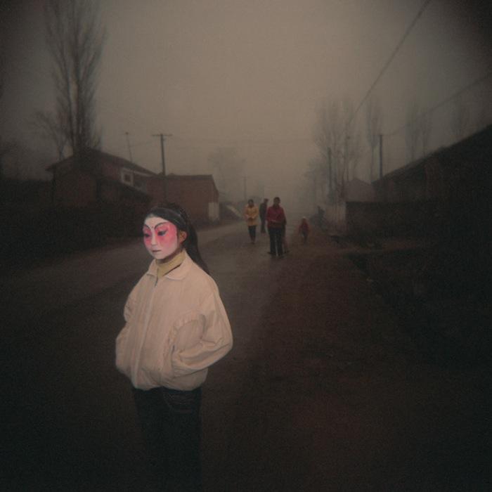 Девочка в традиционном гриме