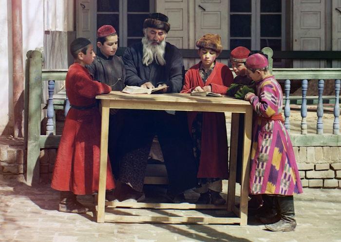 Группа еврейских детей с учителем в Самарканде (ныне Узбекистан), 1910 год
