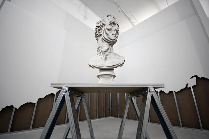Скотт Картер (Scott Carter ), инсталляция «Нарушая законы гармонии» («Departing From the Rules of Harmony»)