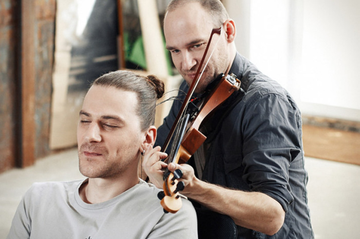 Музыкальный перформанс Тадаса Максимоваса (Tadas Maksimovas) и Андриуса Мамонтоваса (Andrius Mamontovas)