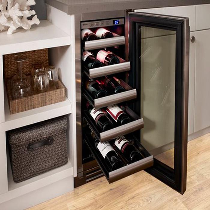 Стильный винный шкаф для современной кухни.