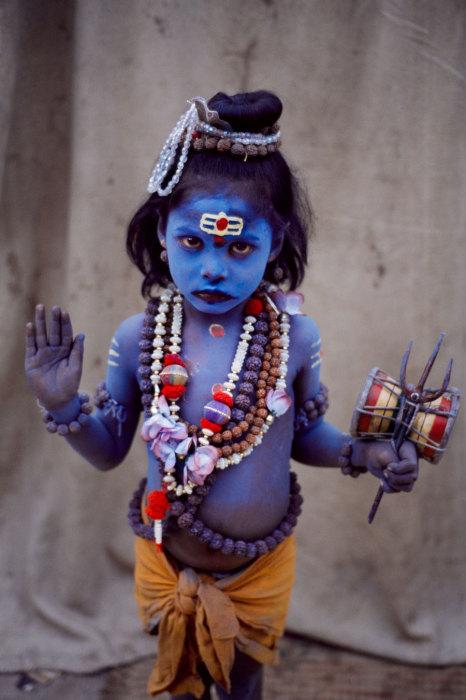Ребенок в образе маленького будды.