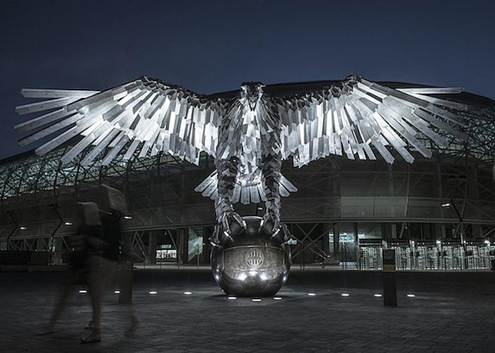 Потрясающая скульптура орла в Будапеште.
