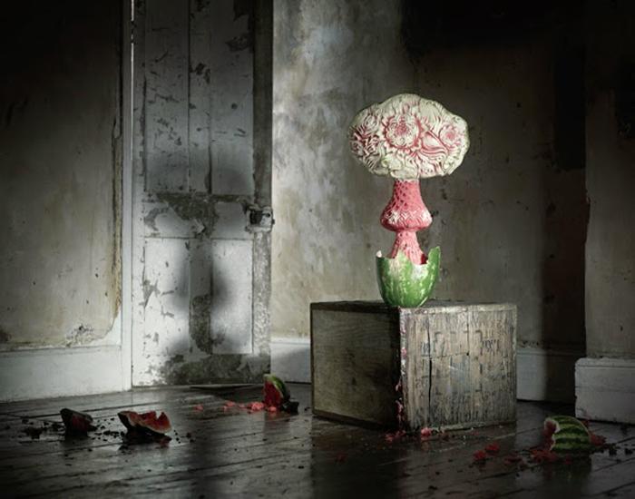 Необычная интерпретация грибовидного ядерного облака от Anna Burns и Michael Bodiam.