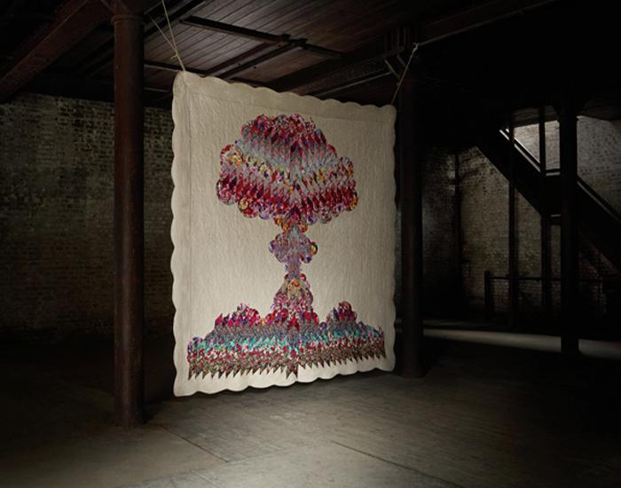 Серия арт-инсталляций на тему ядерного оружия массового поражения.